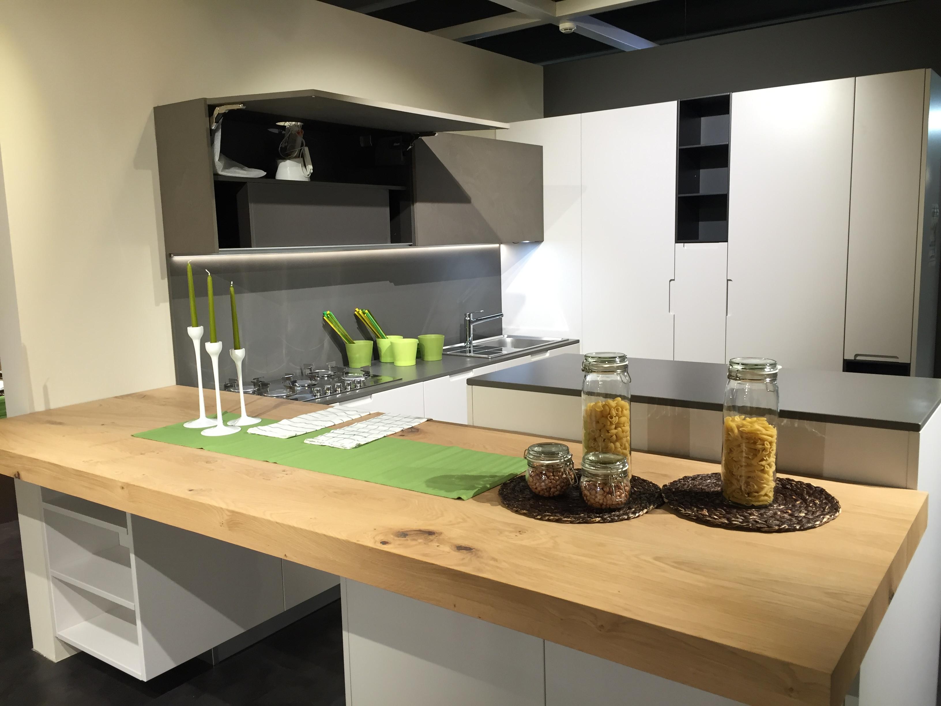 Cucine in legno moderne gallery of modello di cucina - Cucina bianca e legno ...